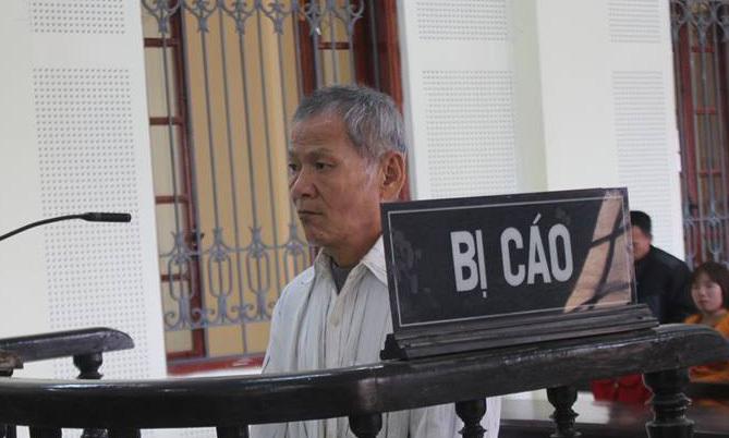 Nghệ An: Lĩnh án tội hiếp dâm trẻ em, lão ông 64 tuổi rơi răng giả trước tòa