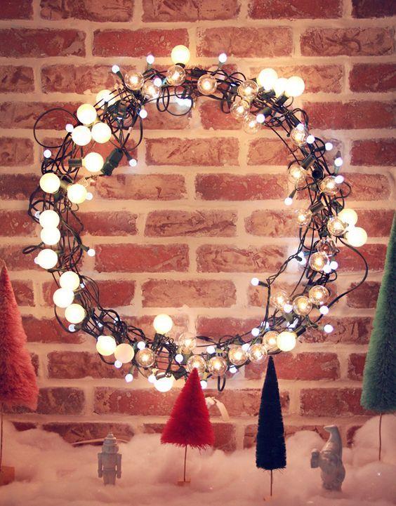 20161222153009 trang tri nha 34 Mách bạn cách trang trí nhà với đèn dây cho Giáng sinh thêm ấm áp
