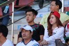 """Fan nữ xinh đẹp """"tiếp lửa"""", U21 HAGL thắng to"""