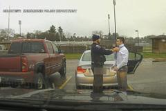 Hành động bất ngờ của cảnh sát khi bắt nam sinh vượt quá tốc độ