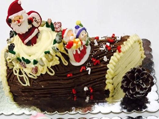 Không cần lò nướng vẫn làm được bánh khúc cây Giáng sinh