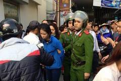 Truy đuổi cô gái trẻ náo loạn đường Hà Nội