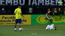 Neymar hành hạ dù đối thủ quỳ xuống sân và chắp tay van xin