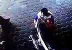 10 clip nóng: Bố cứu 2 con thoát chết trước đầu ô tô mất lái