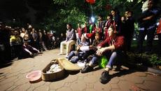 Hân hoan lời ca, điệu nhảy trên phố đi bộ Hà Nội đêm Noel