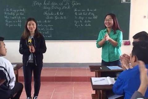 Cô giáo dạy tiếng Anh bằng làn điệu dân ca