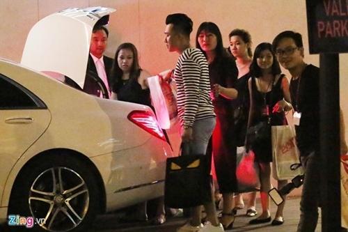 Trấn Thành, Hari đưa bạn bè đi bar tới 3h sáng sau lễ cưới