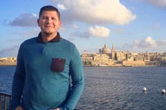 Chàng trai 32 tuổi thành thạo 56 thứ tiếng