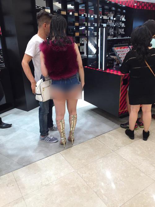 Thiếu nữ diện quần 5cm đi chơi bị dân mạng chỉ trích