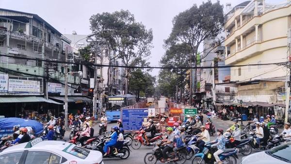 Cuối năm, dân Sài Gòn 'khóc ròng' vì lô cốt bủa vây