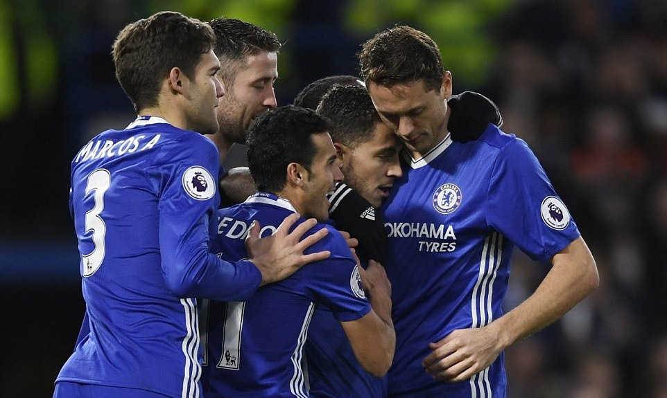Chelsea thắng '3 sao', cô đơn trên đỉnh bảng