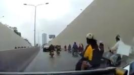 Cô gái tạt đầu, ô tô phanh 'cháy' lốp trong hầm Kim Liên