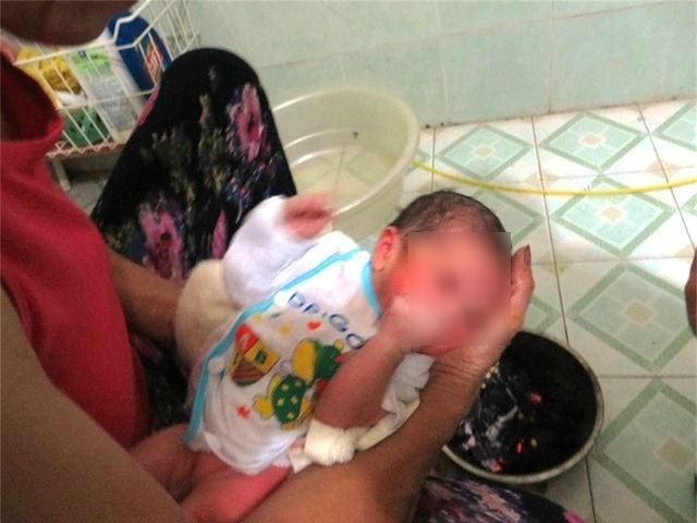 kiêng cữ sau sinh, kiêng cữ sau sinh, vòng eo săn chắc, dinh dưỡng cho mẹ, hơ than nóng, sai lầm sau sinh