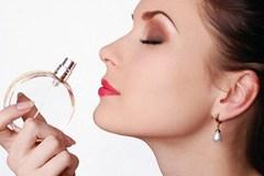 Bí mật bệnh 'nghiện' mùi nước hoa đàn ông của vợ