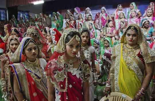 Đám cưới tập thể của hàng trăm cô dâu mồ côi cha