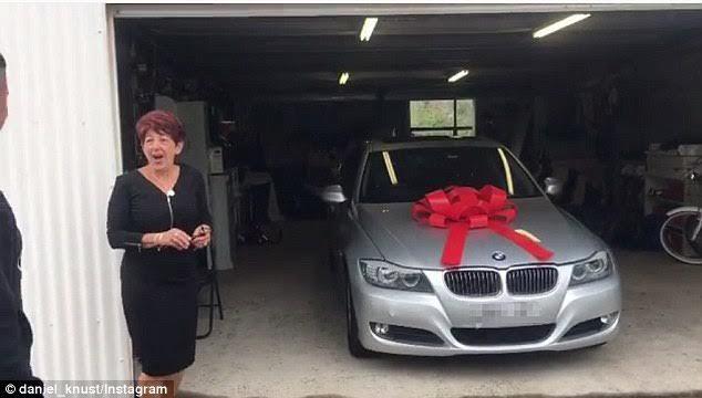 Món quà 2 chàng trai tặng mẹ làm hàng nghìn người rơi lệ
