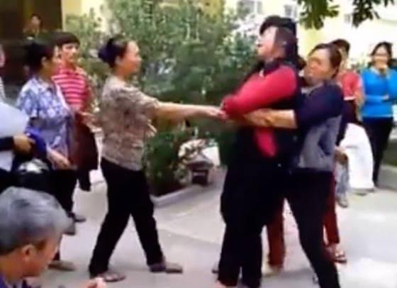 Hà Nội: Bé 3 ngày tuổi tử vong, người nhà 'vây' bệnh viện