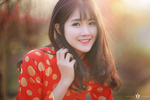 'Cô gái vườn đào' trong bức ảnh ấn tượng Việt Nam của Reuters