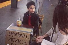 Bé 11 tuổi 'ăn nên làm ra' nhờ tư vấn tình cảm cho người lớn