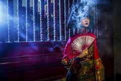 Người mẫu Hạ Vy ma mị với áo dài cổ