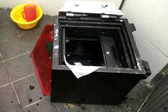 """Siêu trộm chuyên đột nhập cửa hàng ĐTDĐ, """"xẻ thịt"""" ATM"""