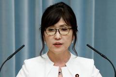 Động thái kỳ lạ của nữ Bộ trưởng Quốc phòng Nhật