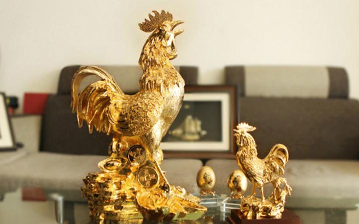Bánh phủ vàng, gà mạ vàng đắt hàng dịp Tết