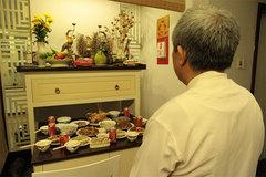 Tân trang bàn thờ gia tiên ngày Tết: Sang, sửa bát hương ngày cuối năm sao cho đúng?