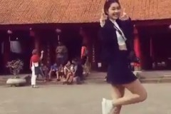 Cô gái váy ngắn nhảy trong Văn Miếu khiến dân mạng ồn ào