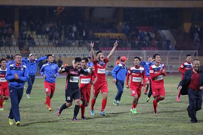 Giành Siêu cúp, HLV Phan Thanh Hùng vẫn thận trọng ở V.League 2017