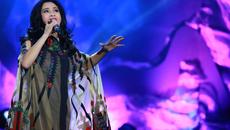 U50 Thanh Lam diện váy xuyên thấu hát vẫn bốc