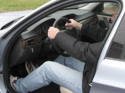 Mách bạn mẹo nhỏ cầm vô lăng ô tô an toàn nhất