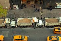 Sợ khủng bố, Mỹ dồn hàng chục xe tải tới quảng trường Thời đại