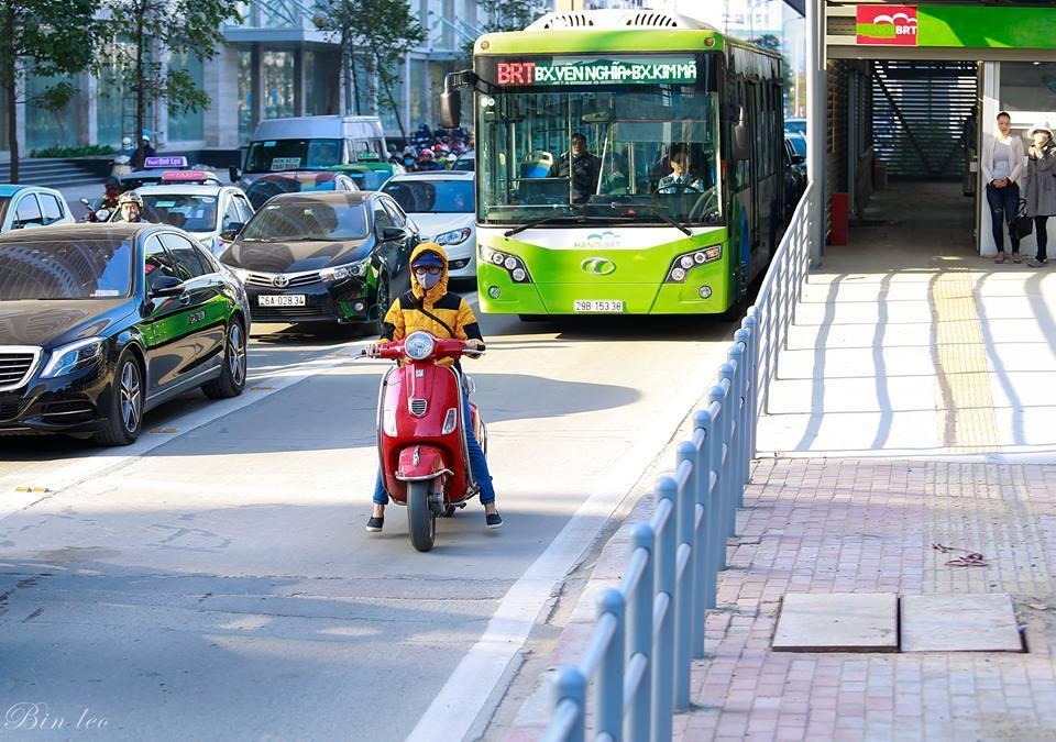 Dân mạng ngán ngẩm với cô gái ý thức tham gia giao thông kém