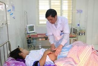 5 cán bộ y tế hiến máu cứu sống sản phụ bị băng huyết