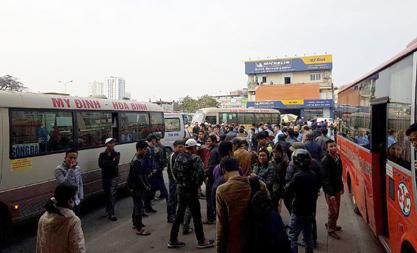 Hà Nội: Tước phù hiệu xe bỏ rơi khách ở bến Mỹ Đình