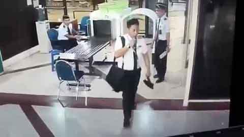 Phi công loạng choạng tại cửa kiểm tra an ninh