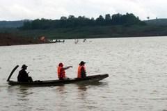 Lật thuyền trên hồ thủy điện, 3 người mất tích