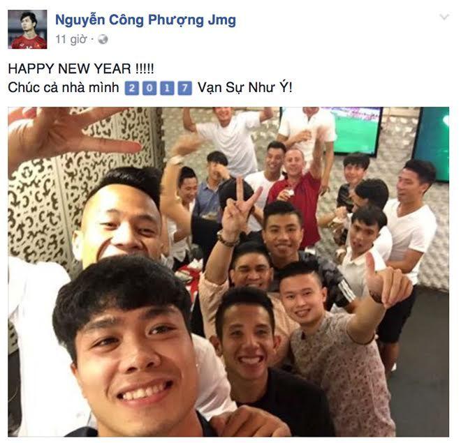 Công Phượng 'quẩy' tưng, Xuân Trường dạo phố Hồ Gươm