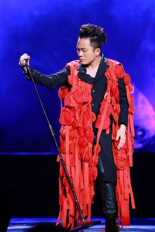 Trang phục diêm dúa không điểm dừng của Hoàng Thùy, Tùng Dương