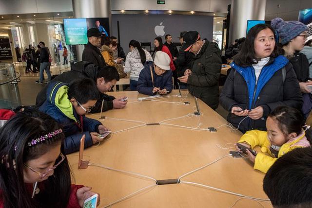 Hành trình iPhone từ nhà máy đến tay người dùng