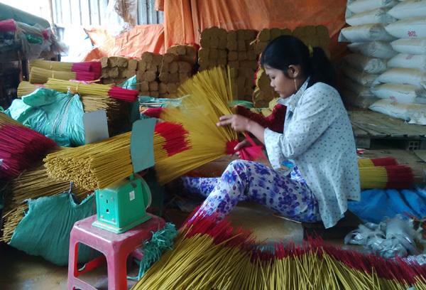 Những kiểu thưởng Tết 'cười ra nước mắt' ở Việt Nam