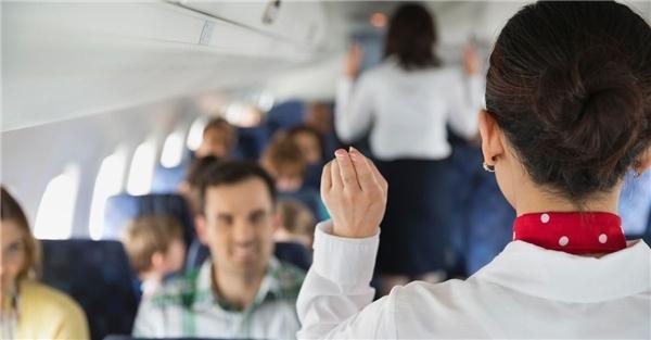 Những bí mật khắc nghiệt ít biết của tiếp viên hàng không