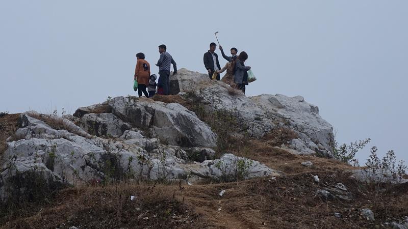 Giới trẻ Thủ đô rộ mốt chụp ảnh 'tự sướng' khi lên đỉnh