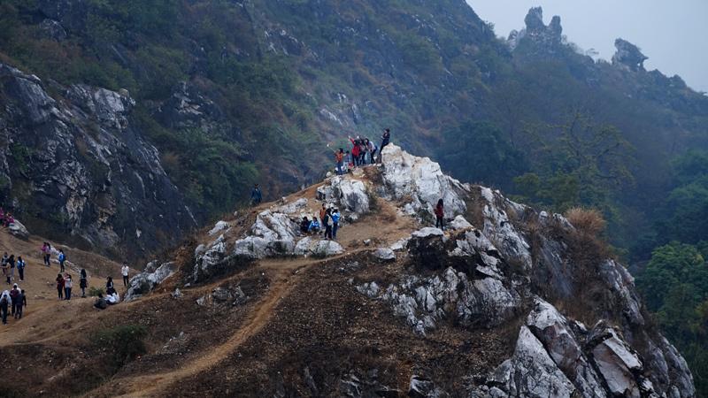 Núi Trầm, tự sướng, selfie, đỉnh núi, giới trẻ, Hà Nội, Thủ đô, tết dương lịch