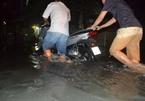 Hàng trăm ôtô, xe máy bị ngâm trong hầm ngập nước ở Sài Gòn - ảnh 14