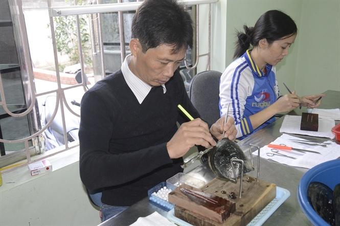 Chuyện về người có bàn 'tay vàng' cấy ghép, nuôi trồng ngọc trai thành công nhất