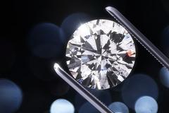 'Chết đứng' vì mua kim cương hóa đá tổng hợp