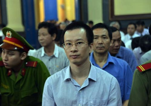 Đại án 9.000 tỉ: Dr Thanh sức khỏe yếu, không đến tòa