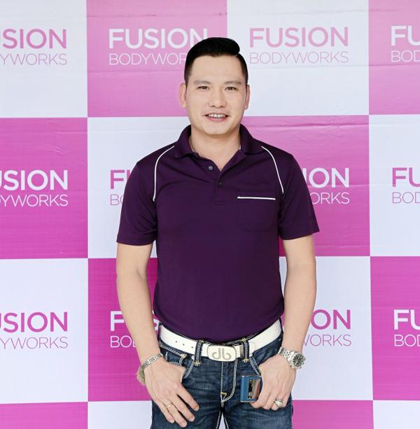 Gia thế và nghiệp quảng cáo của chồng Jennifer Phạm